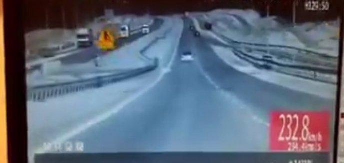 Artykuł: 20-letni kierowca pędził 230 km/h