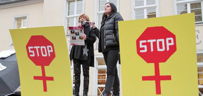 Czarny Piątek w Olsztynie. Kobiety uderzyły w rząd i Kościół [ZDJĘCIA]