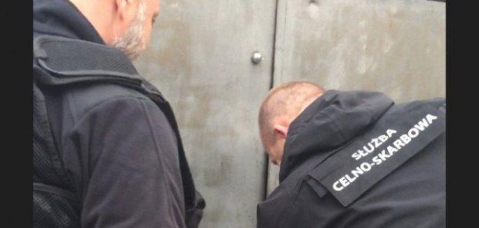 Artykuł: Wykryli magazyn nielegalnych papierosów i broni