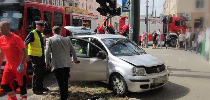 Artykuł: Kolizja w centrum Olsztyna. Skręcał na zakazie, uderzył w tramwaj [ZDJĘCIA]