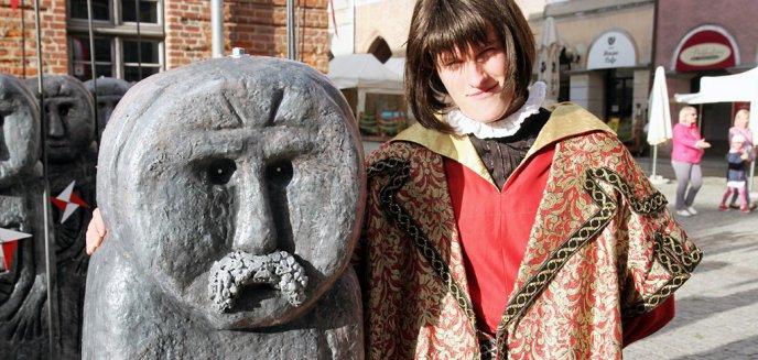 Artykuł: Na starówce spotkasz Baby Pruskie i spacerującego... Mikołaja Kopernika [ZDJĘCIA]