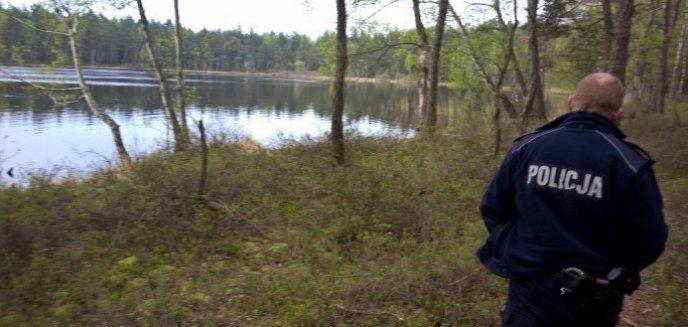 Artykuł: 24-latek chciał iść na skróty. Ugrzązł na mokradłach w okolicy Starego Olsztyna
