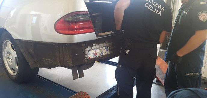 Artykuł: Mercedes z kontrabandą - Rosjanin z karą i zakazem wjazdu na teren UE
