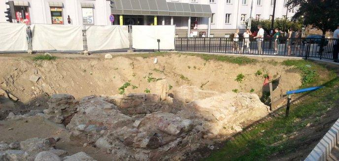 Artykuł: Plany na otoczenie Starego Miasta: Ekspozycja rondeli przed Wysoką Bramą, podziemny parking z zielonym dachem i remont budynku PTTK