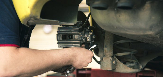 Kara dla urzędniczki, która zapolowała na mechanika? Odpowie za jazdę bez należytego oświetlenia