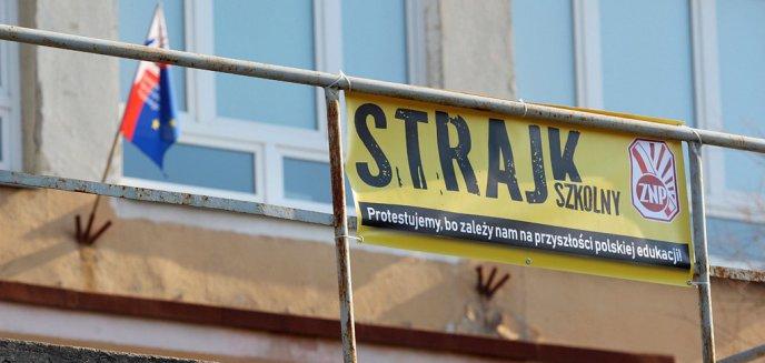 Artykuł: Strajkowy tydzień: piosenki zamiast opon oraz ''Tuska wina''