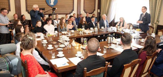 Artykuł: Prezydent wręczył stypendia młodym artystom [ZDJĘCIA]
