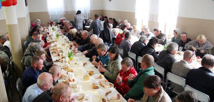 Artykuł: Olsztyński Caritas zaprosił na śniadanie wielkanocne [ZDJĘCIA]