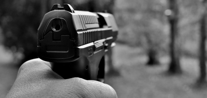 Artykuł: Instruktor na strzelnicy postrzelił policjantów. Olsztyńscy funkcjonariusze przeprowadzą śledztwo