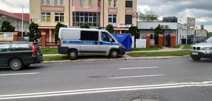 Tajemnicza śmierć 72-latka na chodniku na osiedlu Mazurskim