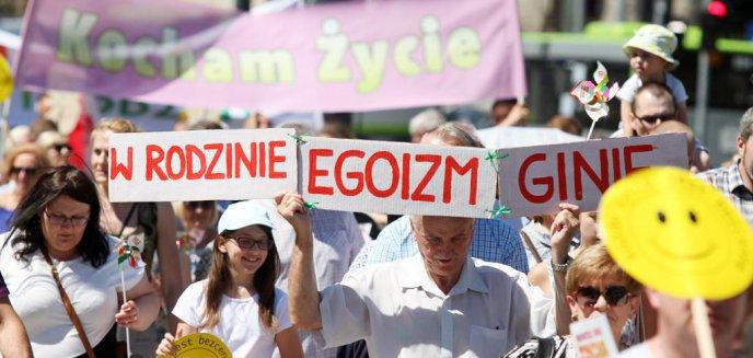 Artykuł: ''Chrońmy dzieci''. Głównymi ulicami Olsztyna przeszedł ''Marsz dla Życia i Rodziny'' [ZDJĘCIA]