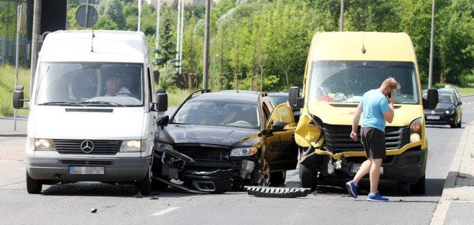 Artykuł: Upalna sobota daje się we znaki kierowcom. Trzy kolizje w zaledwie kwadrans [ZDJĘCIA]