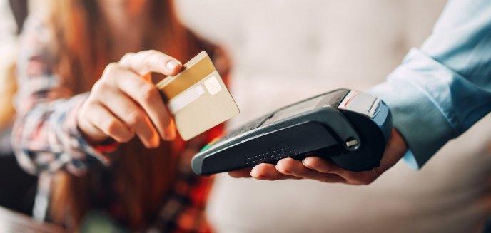 Polacy wolą płacić kartą - jak czytniki kart płatniczych zyskują na popularności