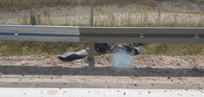 Artykuł: Pod Olsztynkiem 27-letni motocyklista uderzył w barierę ochronną. Zmarł na miejscu