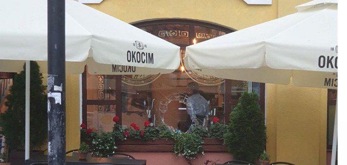 Artykuł: Wybite okno i drzwi w popularnej restauracji na starówce. Co się stało?