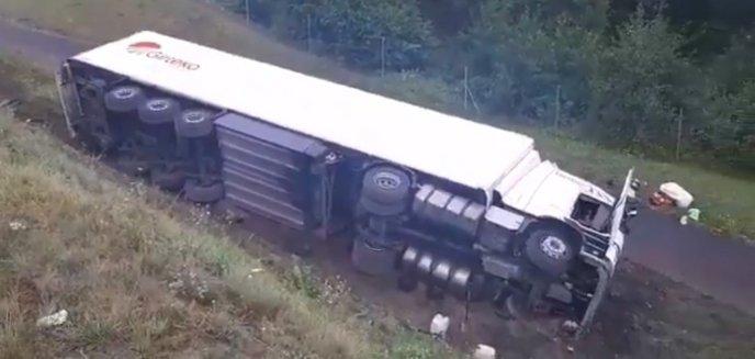 Artykuł: Tir wpadł do rowu na DK16 niedaleko Barczewa. Czy kierowca przysnął za kółkiem? [WIDEO]