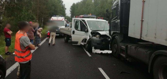 Artykuł: Kolejny wypadek na krajowej 16, tym razem w okolicy Starych Jabłonek. Dwie osoby w szpitalu