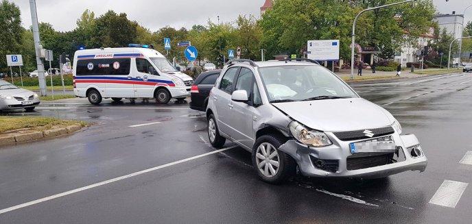 Artykuł: Kolizja na ważnym skrzyżowaniu w centrum Olsztyna [ZDJĘCIA]