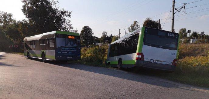 Artykuł: Autobus wjechał do rowu na pętli w Gutkowie. Co się stało?