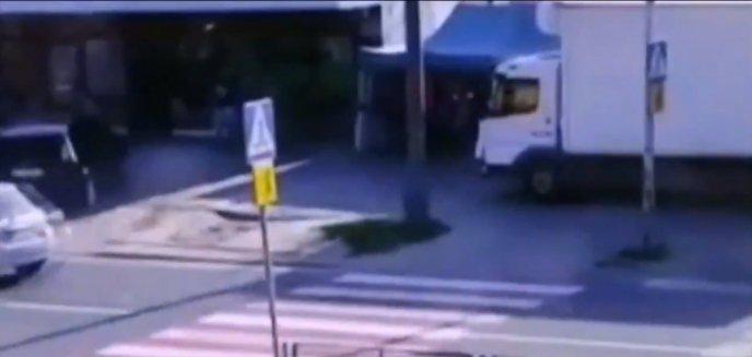 Artykuł: Ciężarówką jechał po chodniku na ul. Dworcowej. Przyłapany na gorącym uczynku [WIDEO]