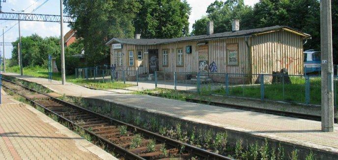 Rozpoczęto prace na linii kolejowej do Gutkowa. Uruchomiono komunikację zastępczą
