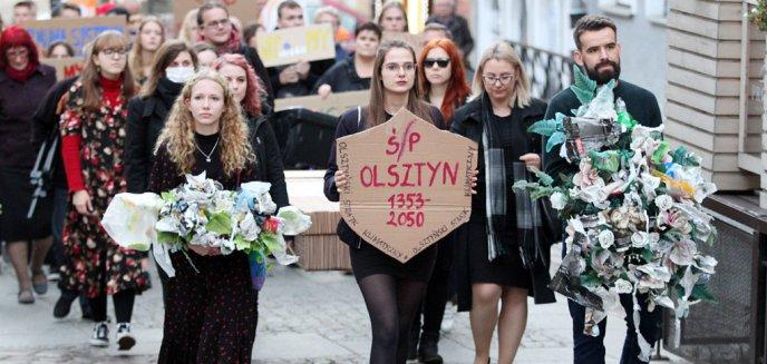 Artykuł: Niezwykły kondukt żałobny przeszedł głównymi ulicami Olsztyna [ZDJĘCIA, WIDEO]