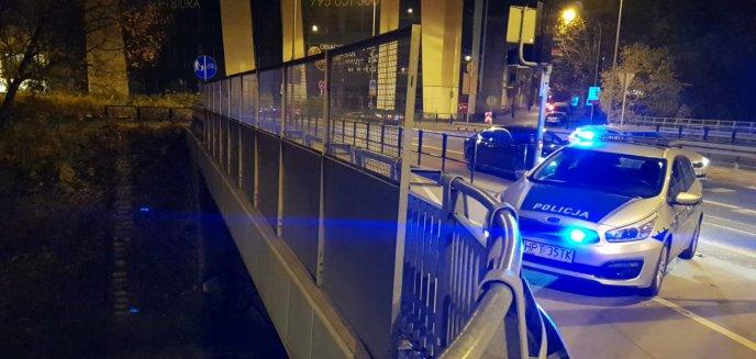 Artykuł: O krok od tragedii. Policjantki powstrzymały desperata przed skokiem z wiaduktu w centrum miasta