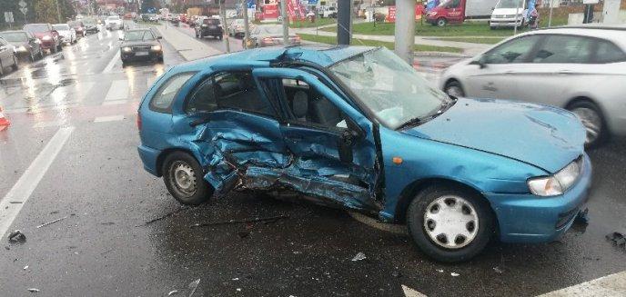 Na ważnym skrzyżowaniu na Jarotach zderzyły się dwa auta