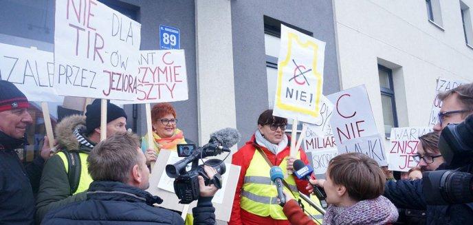 Artykuł: Mieszkańcy Mazur złożyli 10 tys. podpisów pod petycją przeciwko jednemu z wariantów S16