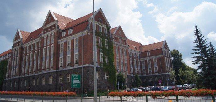 Przedstawiciele urzędu marszałkowskiego odpierają zarzuty ws. budowy sieci Internetu