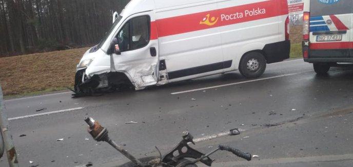 Artykuł: Kolejna kolizja w Dywitach. Osobówka zderzyła się z autem dostawczym Poczty Polskiej [ZDJĘCIA][AKTUALIZACJA]