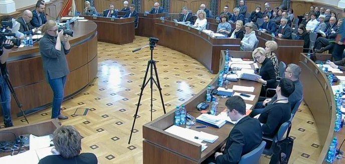 Artykuł: ''Raport o stanie Miasta Olsztyna'' wzbudził kontrowersje wśród radnych