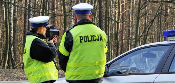 Pijany 20-latek fordem uciekał przed policją. Rajd zakończył na drzewie