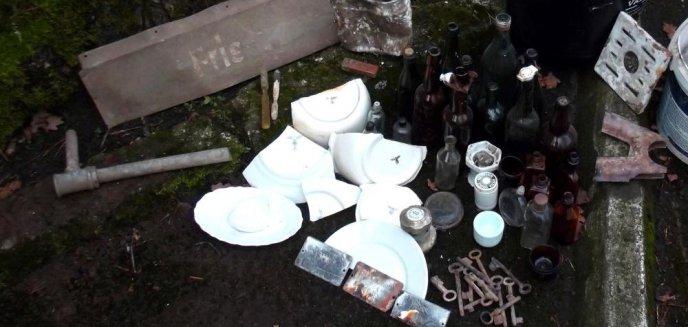 Tabliczka z napisem ''fryzjer'', miski, talerze. Cenne znaleziska w dawnej kwaterze Hitlera [ZDJĘCIA, WIDEO]