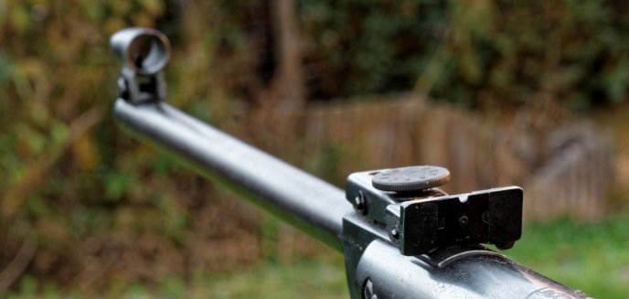 Artykuł: Wypadek podczas polowania. 75-latek postrzelony w brzuch i przedramię