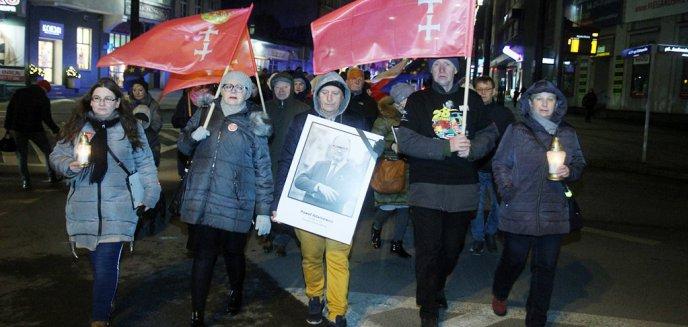 Olsztyn solidarny z Gdańskiem. Mieszkańcy wspominali Pawła Adamowicza [ZDJĘCIA, WIDEO]