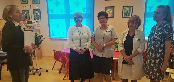 Artykuł: Babcia pacjenta podarowała Szpitalowi Dziecięcemu w Olsztynie sprzęt medyczny