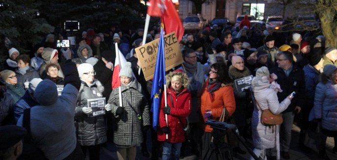 Artykuł: W Olsztynie manifestowano solidarność z sędzią Pawłem Juszczyszynem [ZDJĘCIA, WIDEO]