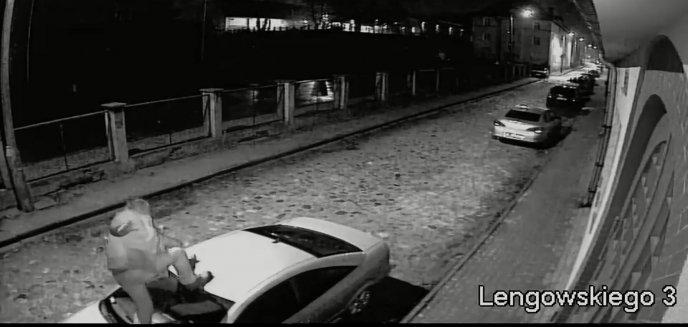 Na ulicy Lengowskiego w Olsztynie auta... prowokowały ''Nocnego Wędrowca'' [WIDEO]