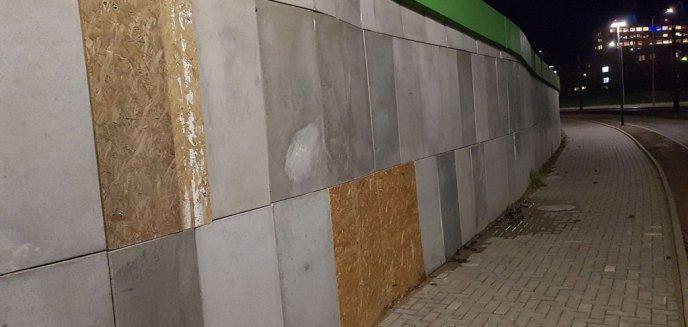 Artykuł: Płyty OSB zamiast betonowych. Fuszerka na ulicy Obiegowej?