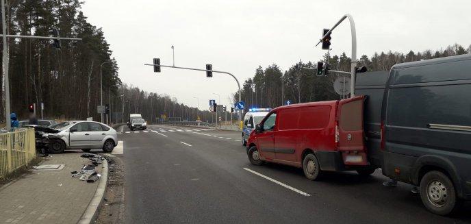 Artykuł: Przejechał na czerwonym świetle i czołowo zderzył się z fordem przy McDonaldzie
