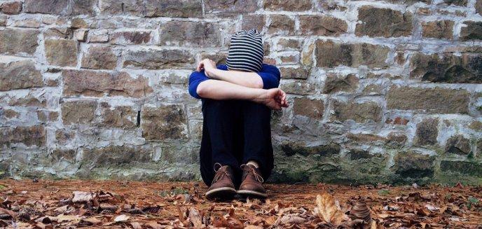 Artykuł: W odmętach desperacji. Dlaczego dzieci i młodzież popełniają samobójstwo?