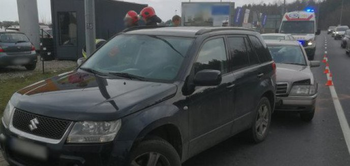 Zderzenie trzech aut na ul. Sielskiej. Jedna osoba w szpitalu