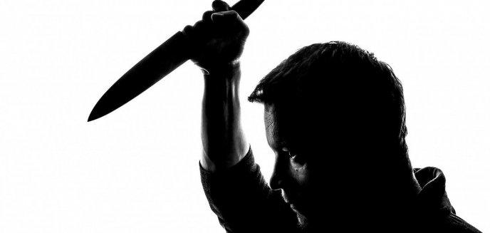 Ugodził nożem przypadkowego mężczyznę. Odpowie w ramach ''recydywy''