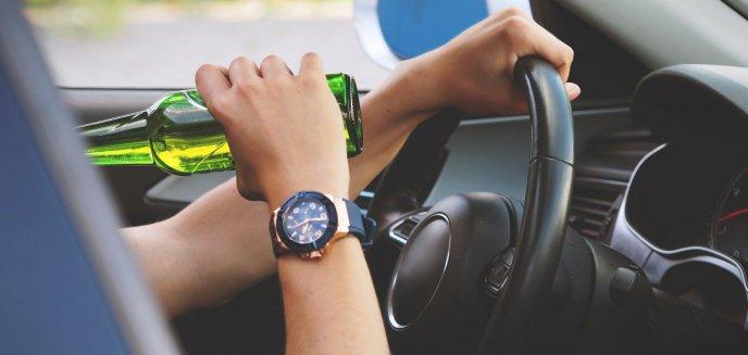 Artykuł: Kompletnie pijany wsiadł za kierownicę. Jechał ''wężykiem'' i gwałtownie skręcał