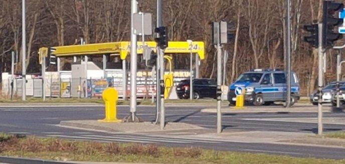 Artykuł: Policja karze za mycie samochodów, ale czy sama przestrzega rządowych rozporządzeń?