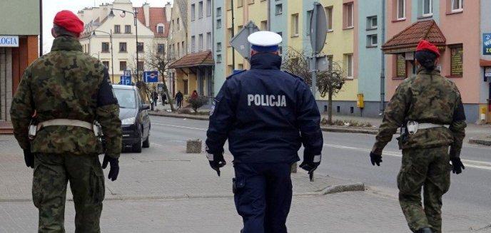 Artykuł: Na kwarantannie wychodził do sklepu i odwiedzał znajomych. Mieszkaniec Morąga zapłaci 25 tys. zł kary!