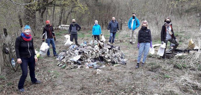 Artykuł: Społecznicy posprzątali brzeg Łyny w lesie miejskim. Wyręczyli służby?
