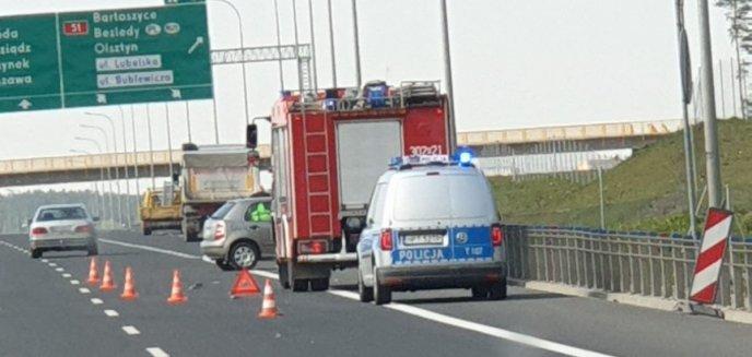 Artykuł: Kolizja pod Olsztynem. Zderzyły się dwa auta osobowe i ciężarówka