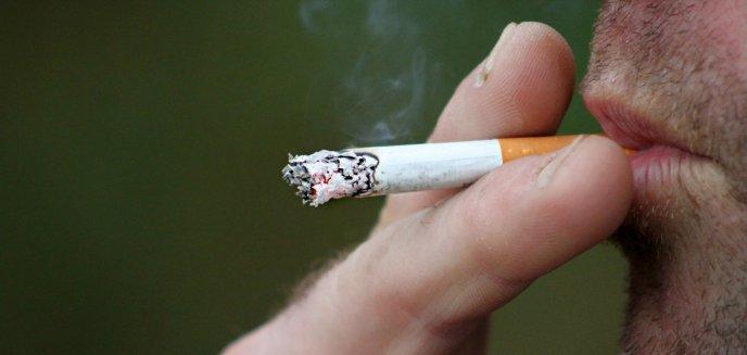 Artykuł: 41-latek spędzi rok za kratkami. Wpadł przez jednego papierosa